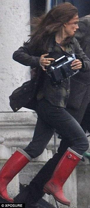 NATALIE PORTMAN AND STELLAN SKARSGARD FILMING AN ACTION SCENE ON THE SET OF THOR 2: THE DARK WORLD IN LONDON