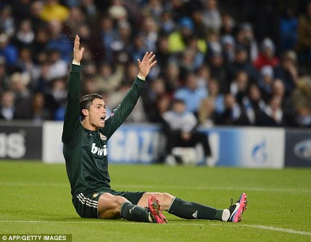 Ronaldo appeals for a foul