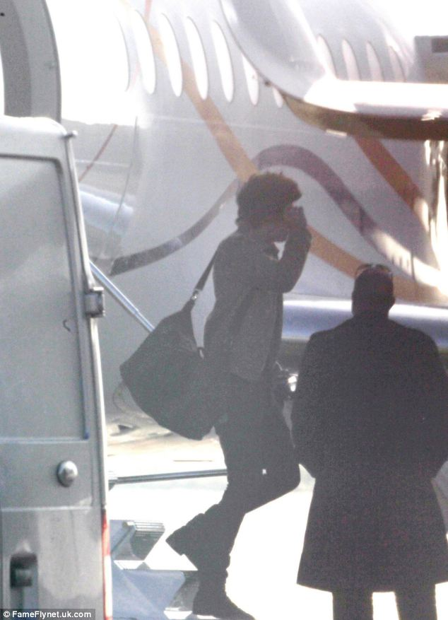 One Direction's Harry Styles chooses not to fly home on a commercial flight with his bandmates and instead took Taylor Swift's private jet from New York to London yesterday