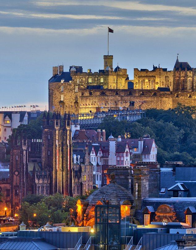 Edinburgh, Old Town at dusk
