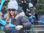 Sarah Jessica Parker making christmas decorations outside her house cutting and making ribbons.