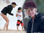 Ashlee Simpson, her son Bronx Wentz, Tina Simpson, Eric Johnson and his daughter Maxwell hanging out on the beach while on vacation in Oahu, Hawaii