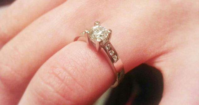 What a sparkler: Anna Prins shows off her stunning engagement ring