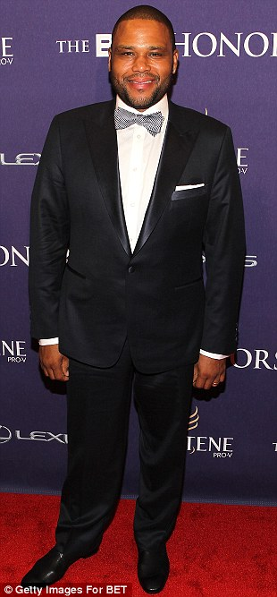 Where to look? Anthony Anderson and Wayne Brady were surely spoiled for eye candy