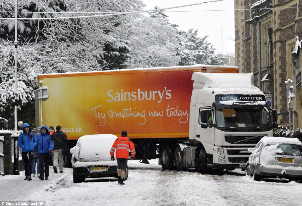 Jack-knifed: A lorry gets stuck on University Road as heavy snow disrupts traffic in Bristol