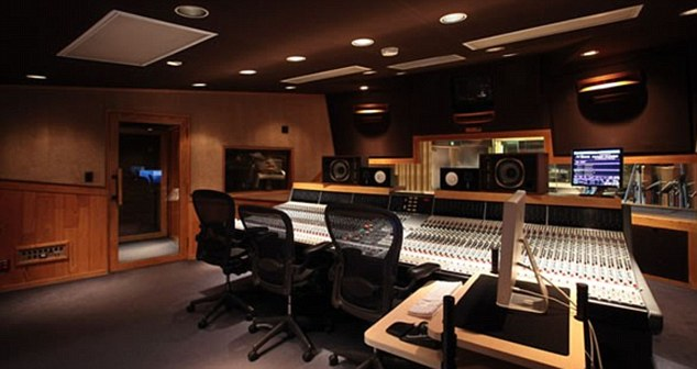 Venue: The incident is said to have taken place outside the Westlake Recording Studio