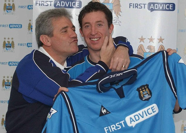 Bargain buy: Kevin Keegan signs Robbie Fowler for Manchester City in 2003