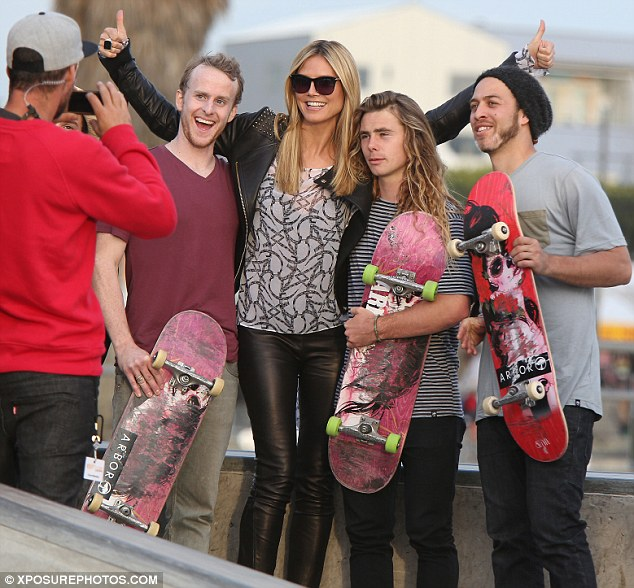 Always a good time: Heidi was all smiles as she posed with some skaters