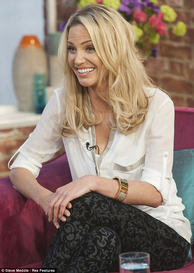 Forgotten something? Sarah would have no doubt been sporting a less voluminous head of hair after leaving half her extensions behind on the studio floor