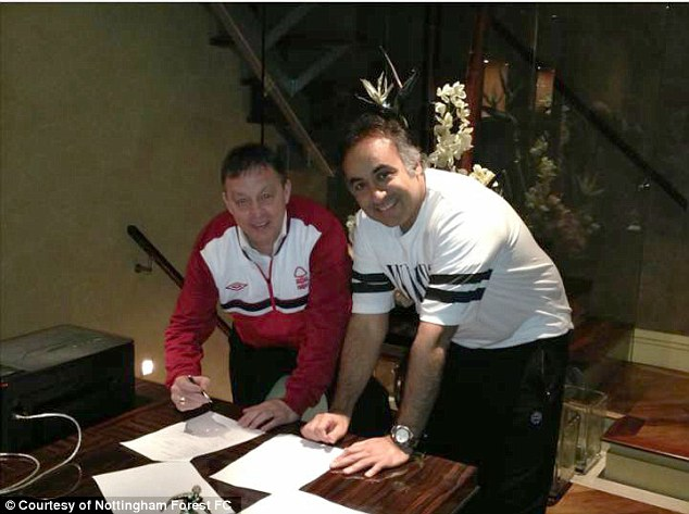 On the dotted line: Billy Davies signs his new contract with Nottingham Forest chairman Fawaz Al-Hasawi