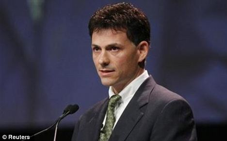 David Einhorn: 'Apple is a phenomenal company. But it has a problem'
