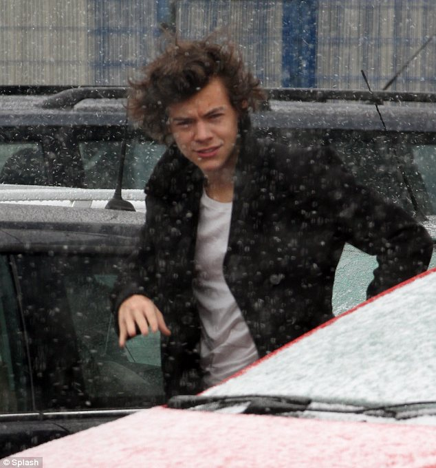 Chilly: The singer could obviously have benefited from a scarf as he scurried across a car park to the venue.