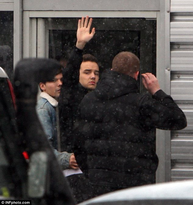 Here come the cavalry: Liam Payne and Louis Tomlinson arrive together