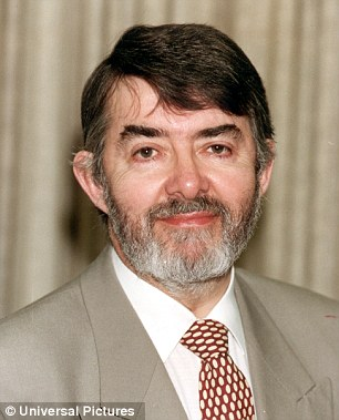 Idiot's guide: Paul Flynn tells MPs how to climb the 'greasy pole' and how to write an abusive letter to annoying constituents