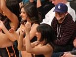 Joseph Gordon-Levitt has a good time watching the Lakers