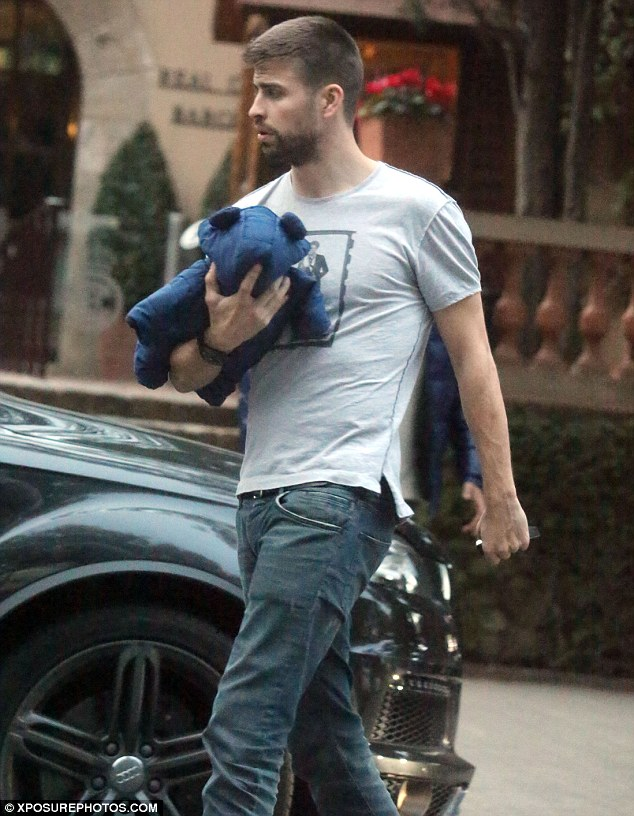 Daddy cool: Spanish footballer, who plays as a centre-back for FC Barcelona, wore a printed T-shirt with a pair of jeans and trainers