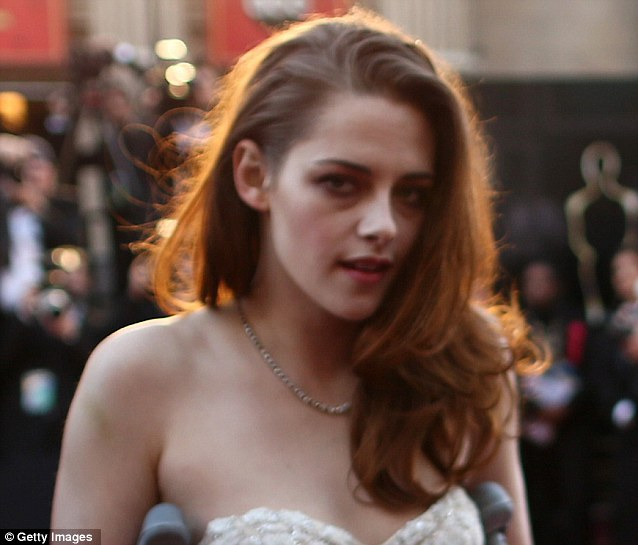 No sleep last night? Kristen looked as though she was puffy-eyed and sported dishevelled hair