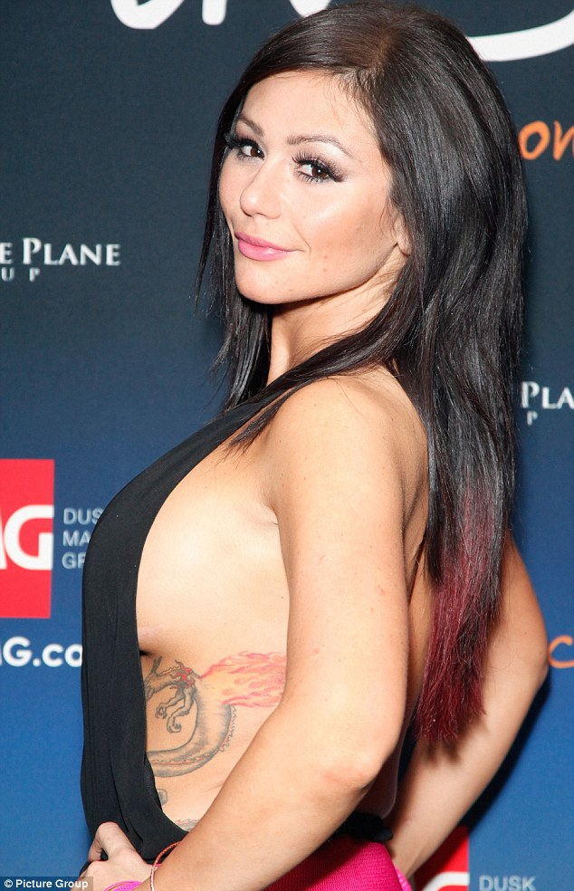 Jwowser! The reality star showed off ample sideboob as she hosted a night at a casino in Atlantic City last weekend