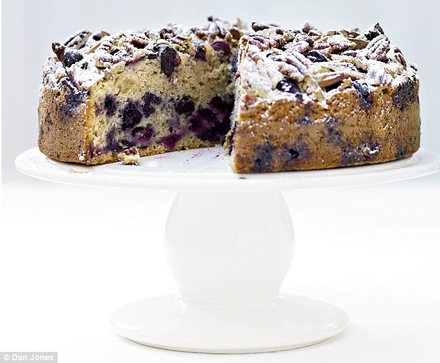 Blueberry and pecan muffin cake