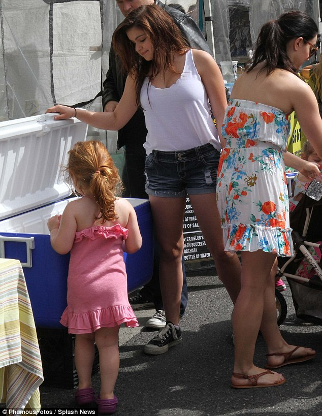 See anything you like? The actress helped her niece choose a drink