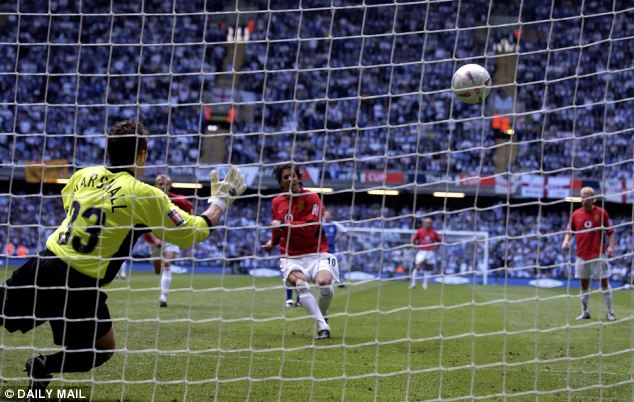 Ruud Van Nistelrooy makes it 2-0