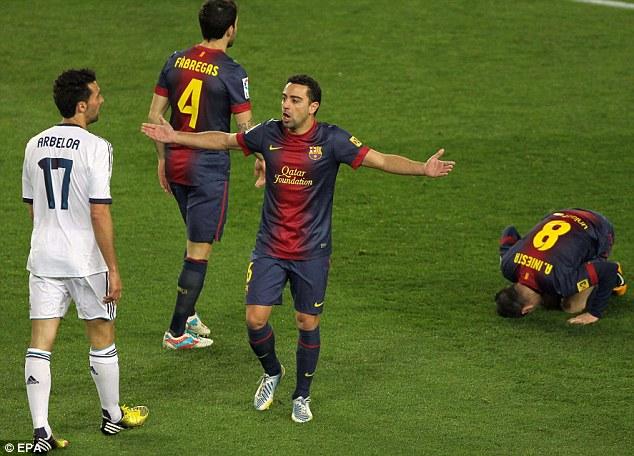 Backing: Xavi (centre) sympathised with Nani