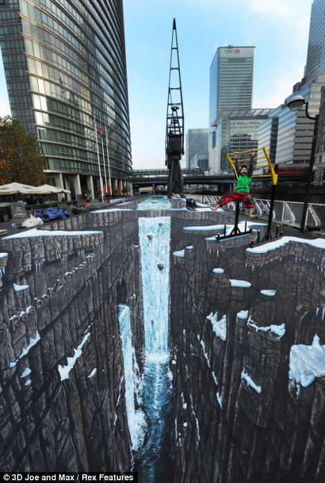This enormous painting broke two Guinness World Records for the longest and largest 3D street art in November 2011. It took ten days days to complete