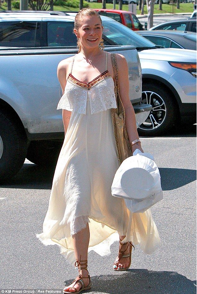 Planning to dine in: LeAnn was spotted carrying to plastic bags which looked to possibly be takeaway food