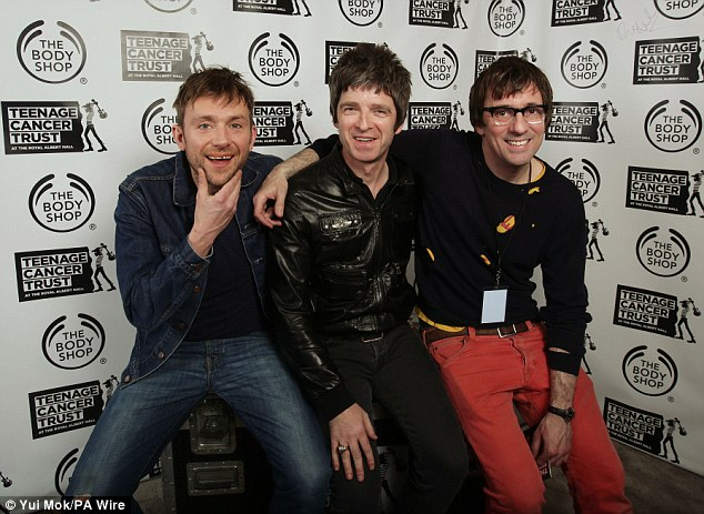 What's Liam think of that? Noel looked cosy as he posed in the middle of Blur stars Damon Albarn and Graham Coxon backstage