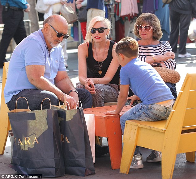 Hanging with the grandparents! Stefani is clearly a fan of the Melrose store Zara as two shopping bags were seen near the singer and her parents Dennis Stefani and Patti Flynn
