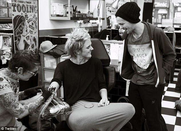 Fancy seeing you here! Over the weekend, Louis bumped into former The Voice contestant Bo Bruce at the tattoo parlour