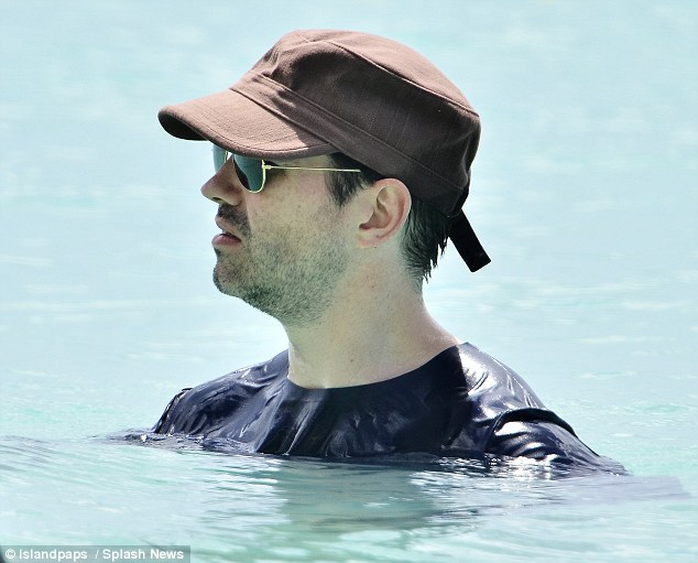 Hotter than Jersey! Jimmy takes a dip in his cap and T-shirt
