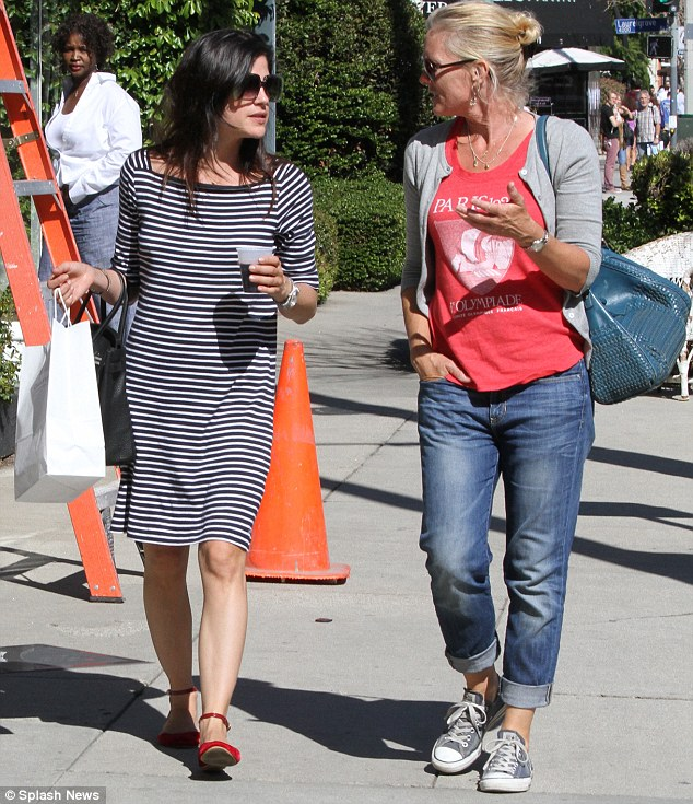 Fashionable duo: Mother and daughter both love to keep it casual