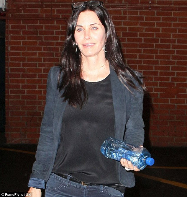 The television star coolly strolled to her car in a black blouse and dark blue blazer