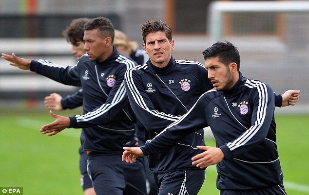 Jerome Boateng, Gomez and Emre Can warm up