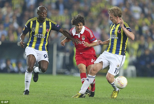 No go: Dirk Kuyt (right), who played in Fenerbahce's Europa League semi-final, will reject a move to Cardiff