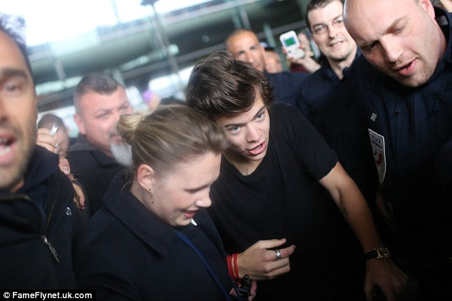 Protected: Ten polices were called in to escort Harry Styles out of Charles De Gaulle airport