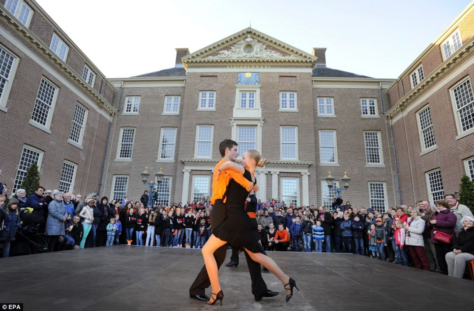 Argentinian and Dutch dancers perform a tango for spectators at the Loo Palace on the eve of the upcoming investiture of the country's new King, in Apeldoorn, The Netherlands