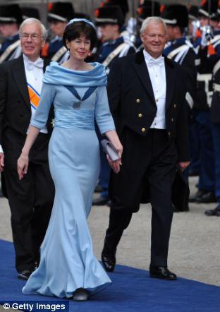 Retired Dutch politician (right) Herman Tjeenk Willink and Dutch ambassador Renee Jones-Bos (left)