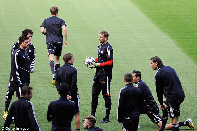 One eye on Wembley: Bayen Munich train at the Nou Camp on the eve of the semi-final