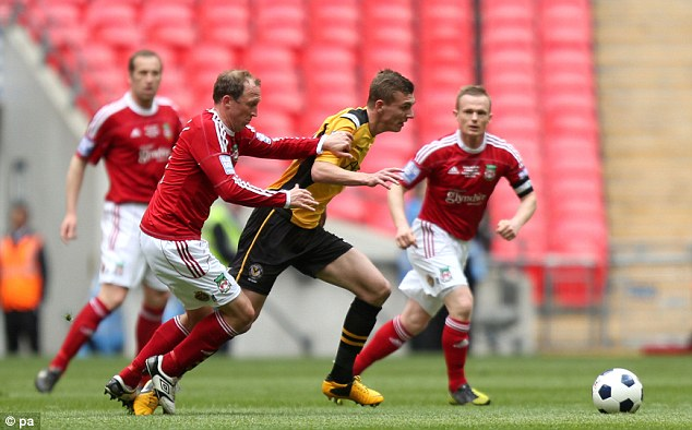 Battle: Newport's Alex Gilbey and Wrexham's Andy Morrell (left) chase after the ball in the midfield