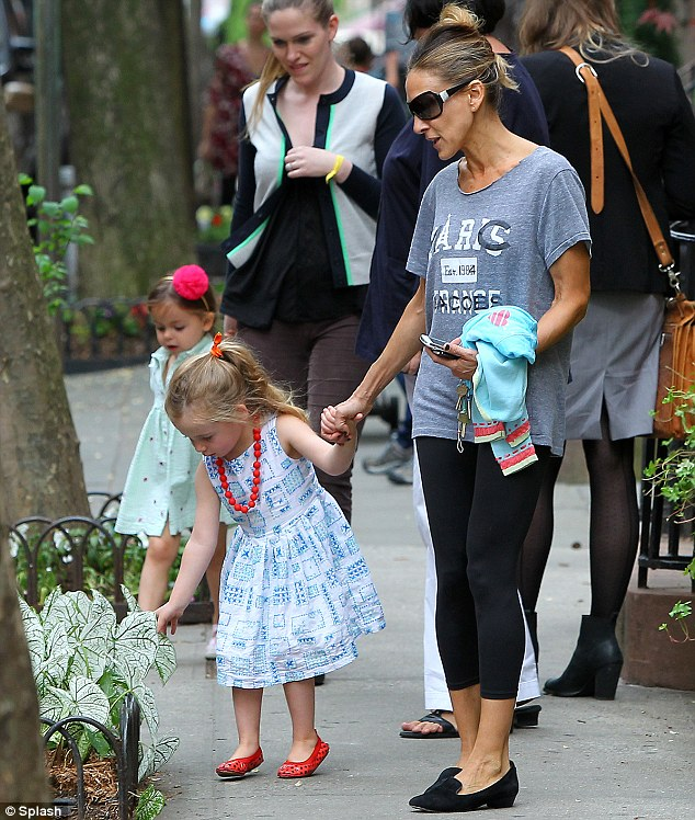 'Look, mommy!' SJP paused while Marion checked out a spot of foliage