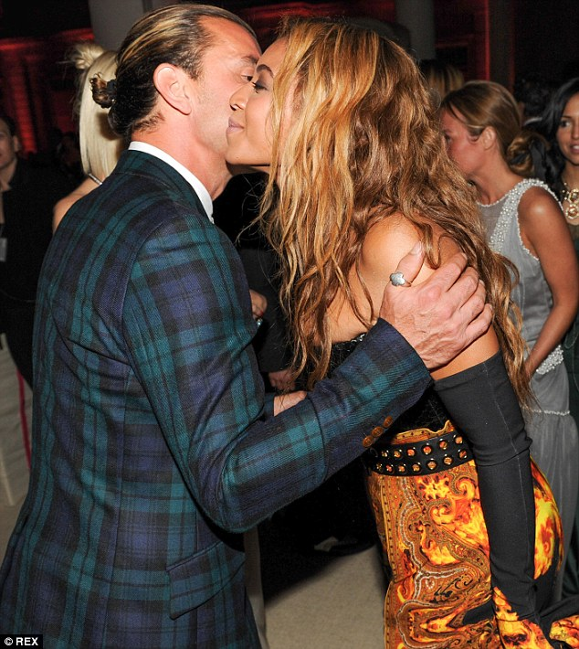 Bumping into each other: Gavin, dressed in tartan, gave Beyoncé a warm welcome