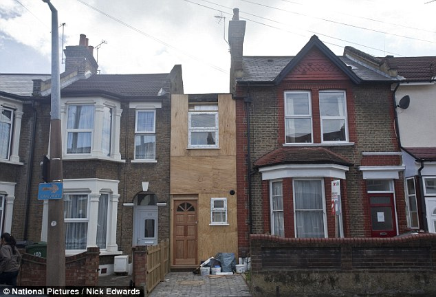 The makeshift house has sprung up in Manor Road, Leyton, in the past month, leaving neighbours puzzled