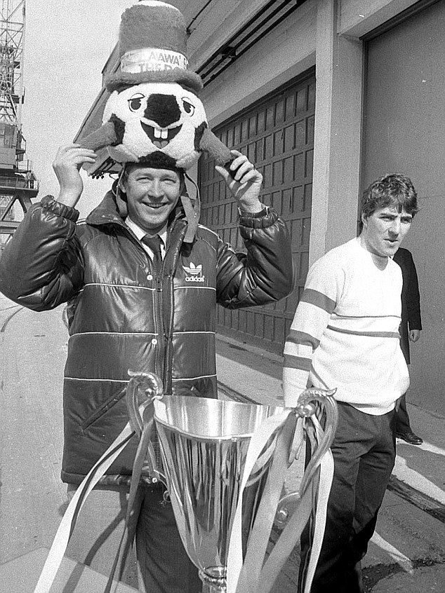 That was the fashion back then: In the book, the Glory of Gothenburg, Mark McGhee tells Richard Gordon how he took a lot of stick for this jumper. Funnily enough, there is no mention of Ferguson's headgear