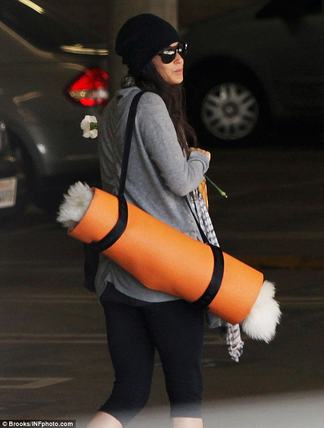 See you next time: Demi headed to the car with her orange yoga mat and a backward glance toward her pals