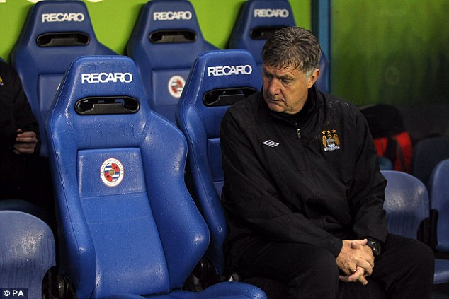 Vacancy: Manchester City caretaker boss Brian Kidd looks on before kick-off at Reading