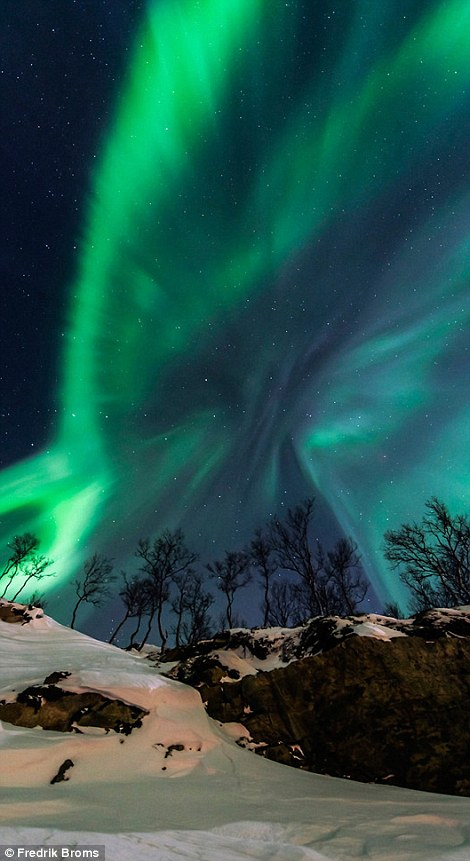 """The World at Night's annual """"Earth and Sky"""" photography contest"""
