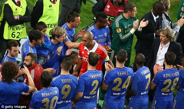 Respect: Luisao and Benfica manager Jorge Jesus walk through a Chelsea guard of honour