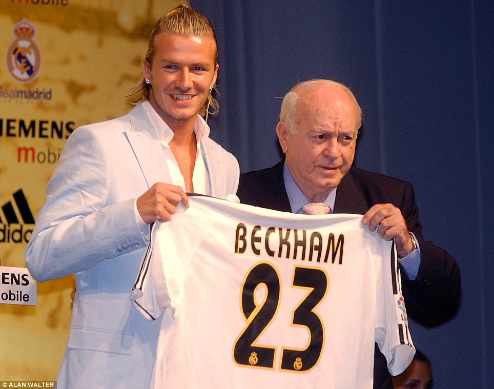 The big transfer: Real Madrid legend Alfredo di Stefano welcomes Beckham to the club after his big-money exit from Manchester United